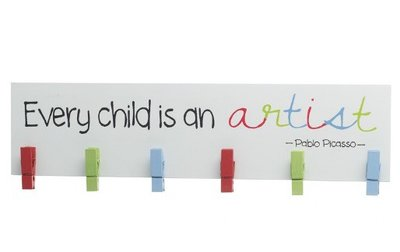 Wanddecoratie met knijpertjes | Every Child is an artist!