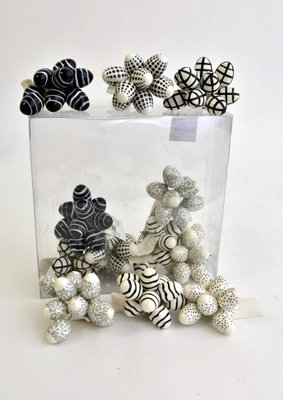 Paaseieren zwart-wit 10 stuks aan ijzerdraadje