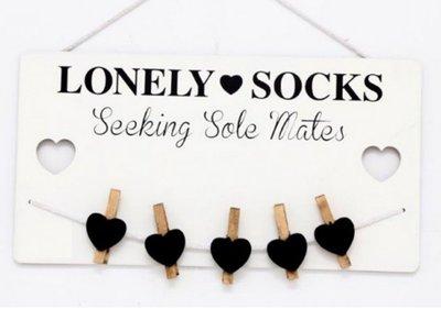 Wanddecoratie met knijpertjes | Lonely socks