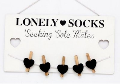 Wanddecoratie met knijpertjes   Lonely socks