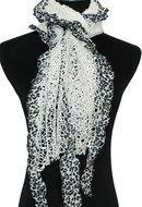 Sjaal in wit en afgewerkt met leuk panter motief.